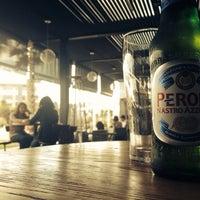 Das Foto wurde bei The Beer Box von Emmanuel G. am 1/16/2014 aufgenommen