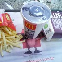 Foto tirada no(a) McDonald's por Marcos S. em 7/12/2013