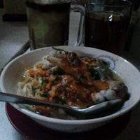 Photo taken at Mie Baso Ceker Pasundan by CATUR M. on 6/14/2014