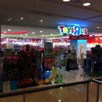 "Photo taken at Toys""Я""Us by ไรอัน ไหวพริบ (. on 1/9/2013"