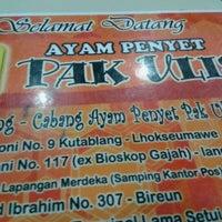 Photo taken at Ayam Penyet Pak Ulis by Isoka K. on 1/3/2013