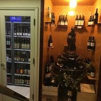 Das Foto wurde bei Ambassador Wines & Spirits von jp k. am 1/30/2016 aufgenommen