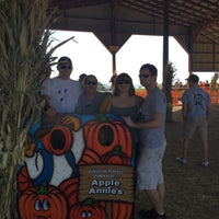 Photo taken at Apple Annie's Pumpkins And Produce by Priscilla W. on 10/12/2015