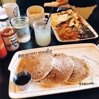 รูปภาพถ่ายที่ Breakfast Republic โดย Ellen V. เมื่อ 12/2/2017