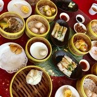 Photo taken at Oriental Pavilion Restaurant by Chui-San W. on 8/13/2017