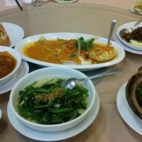 Photo taken at Hei Yeong Seng Chinese Restaurant (喜洋城) by Eng Jin A. on 9/6/2014