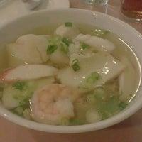 Photo taken at 102 Noodles Town 永旺飯店 by Jes on 10/12/2012