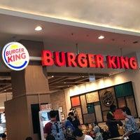 รูปภาพถ่ายที่ Burger King โดย KýlęAārön🌹 ك. เมื่อ 9/22/2018