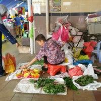 Photo taken at Marsiling Lane Market & Cooked Food Centre by KýlęAārön🌹 ك. on 10/13/2016