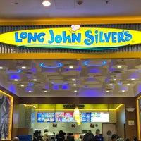 Photo taken at Long John Silver's by KýlęAārön🌹 ك. on 9/22/2018
