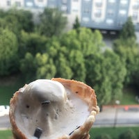 Photo prise au Jeni's Splendid Ice Creams par Atheer .. le7/20/2018