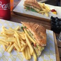 8/21/2017 tarihinde Melodi G.ziyaretçi tarafından Bubada Club Sandwich and Burger'de çekilen fotoğraf