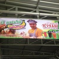 Photo taken at ร้านกล้วยอบ น้ำจิ้มสูตรเด็ด สูตร บี แฟรงค์ หนึ่งเดียวในชลบุรี by บี ค. on 8/25/2013