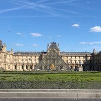 Foto tirada no(a) Pyramide Inversée du Carrousel por Mia D. em 9/8/2018