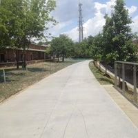 Das Foto wurde bei Atlanta BeltLine Corridor at Irwin St. von Phillip B. am 6/11/2013 aufgenommen