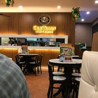 Photo taken at OldTown White Coffee by bEe™ on 6/5/2017