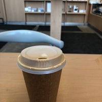 Foto diambil di Blue Bottle Coffee oleh Tom M. pada 1/10/2018