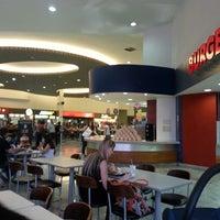 Foto tirada no(a) Shopping Bougainville por Lindomar R. em 11/3/2013