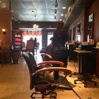 Das Foto wurde bei Enigma Hair Studio, LLC von Eneida L. am 2/2/2013 aufgenommen