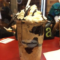 Photo taken at Haagen Dazs Philly by Lindsey E. on 5/26/2014