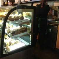 Снимок сделан в Starbucks пользователем Matias N. 10/3/2012