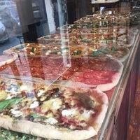 2/21/2018 tarihinde Natali B.ziyaretçi tarafından Pazzi X Pizza'de çekilen fotoğraf