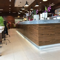 Photo taken at Restaurante Liverpool by Armando H. on 7/13/2017