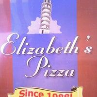 Photo prise au Elizabeth's Pizza par Tom B. le9/26/2013