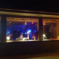 Photo taken at 40 Gradi All'Ombra beach bar by Vasa on 9/29/2013