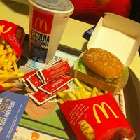 Foto tirada no(a) McDonald's por Julia B. em 3/29/2013