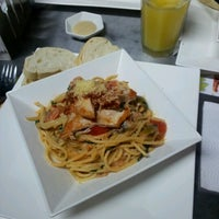 Photo taken at Verde Salada & Fitness Food by Alvaro D. on 1/17/2013
