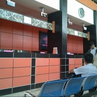 Photo taken at Kantor Pos Samarinda by Dhaniswara D. on 2/12/2013