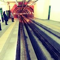 Foto tirada no(a) Tünel Tramvay Durağı por Esra Y. em 5/8/2013