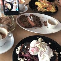 Foto tomada en Threefold Cafe South Miami por Al-hanoof A. el 11/12/2017