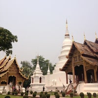Foto tirada no(a) Wat Phra Singh Waramahavihan por Anawin K. em 3/27/2013