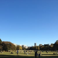 Photo taken at Shinjuku Gyoen by yakkunkun on 11/10/2012