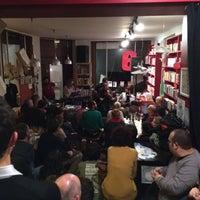 Photo prise au Piola Libri par Alexi K. le12/13/2013