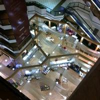 Foto tirada no(a) Beiramar Shopping por André B. em 2/2/2013