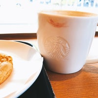 Photo taken at Starbucks by Riiko on 9/21/2017