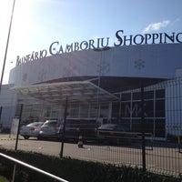 Foto tirada no(a) Balneário Shopping por Rafael S. em 1/10/2013