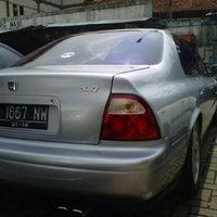 Photo taken at Gerung-gerung Bursa Mobil Bekas by Dheny R. on 12/2/2012