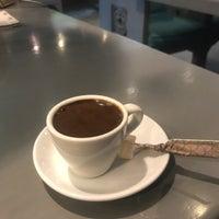Foto scattata a Caracas Lebanese Cuisine & Cafe da Sarah M. il 8/19/2018