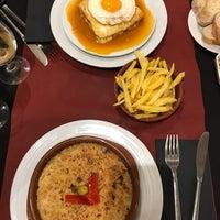 Foto diambil di Oporto restaurante oleh Anna R. pada 10/27/2017