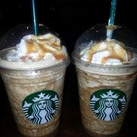 3/10/2013 tarihinde Meltem E.ziyaretçi tarafından Starbucks'de çekilen fotoğraf