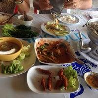 Photo taken at ครัวมะนาว by iToonnnnn. on 9/13/2015