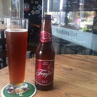 Das Foto wurde bei The Beer Box von Rodolfo A. am 10/26/2013 aufgenommen