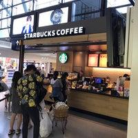 Photo taken at Starbucks by 穂純 on 9/11/2017