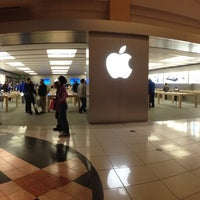 Photo taken at Apple Somerset by Miguel M. on 1/24/2013