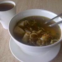 Photo taken at Restoran Bawang Merah by Hannah R. on 1/25/2013
