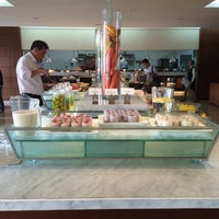 Photo taken at Executive Lounge Royal Ambarrukmo by Bank N. on 6/14/2014